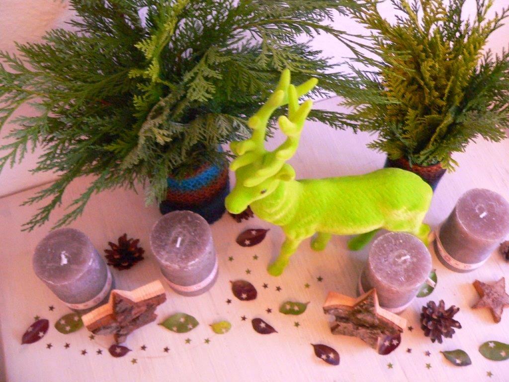 Adventsgesteck Hirsch grün neon Kerzen Sterne Tannengrün Weihnachten Deko Advent