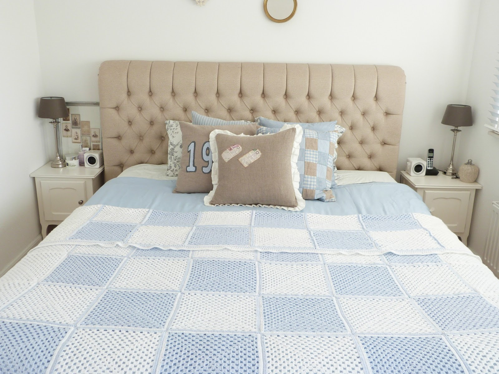 56 . Onze slaapkamer ziet er momenteel zo uit, met een lichtblauw ...