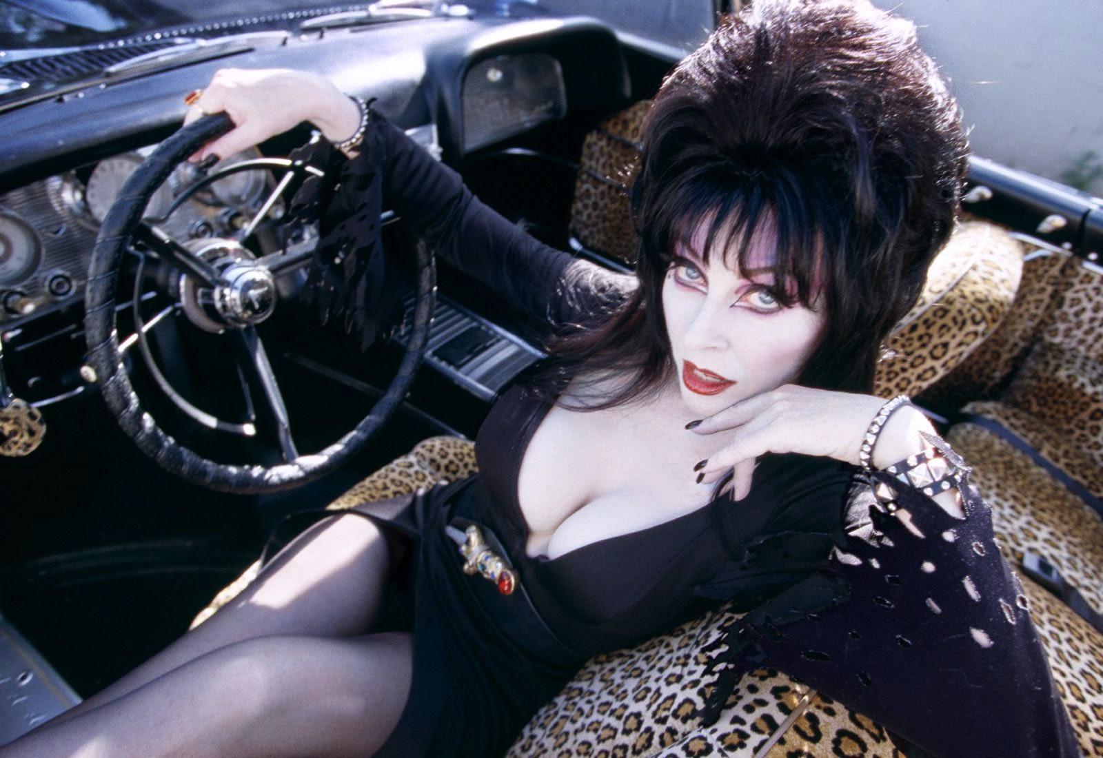 ¿quien no recuerda a esta sexy presentadora de peliculas de horror?