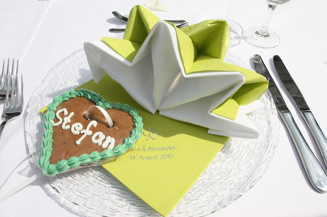 Lebkuchen-Herzen als Namenskarten auch im Sommer