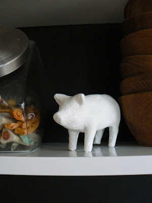 mylittlehousedesign.com painted faux ceramic pig statue