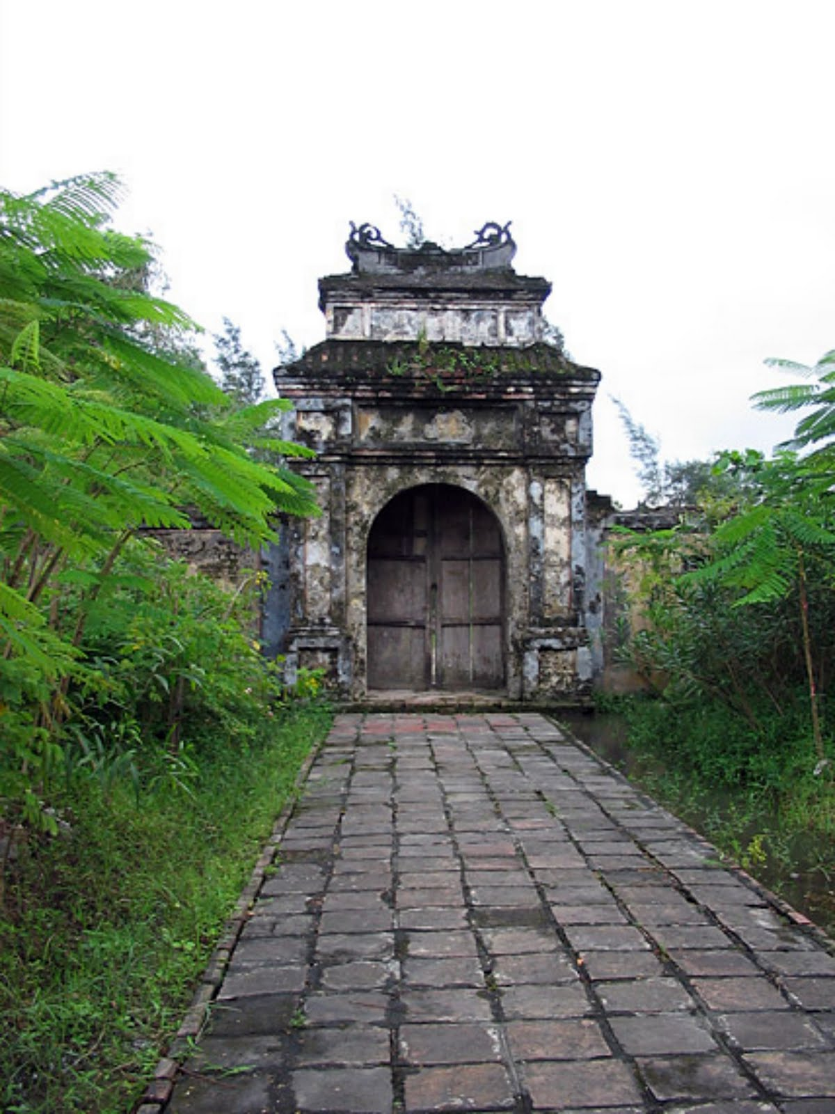 imperial tomb of duc duc hue  vietnam - monuments of imperial tomb complex of hue duc duc