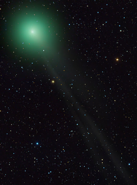 http://silentobserver68.blogspot.com/2013/02/comet-lemmon-glows-much-brighter-than.html