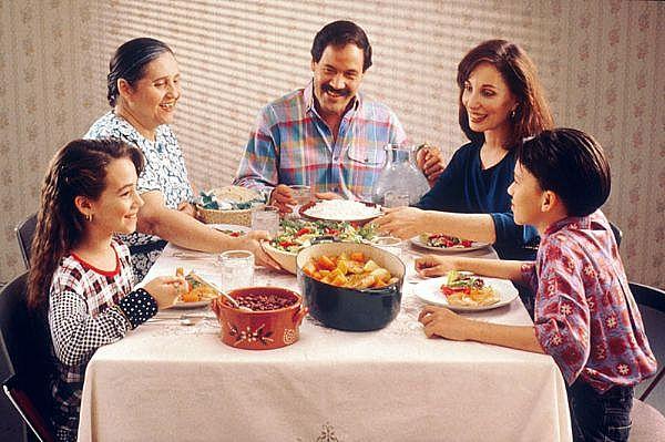 http://4.bp.blogspot.com/-moifYoYYqTw/TdY58YbYLrI/AAAAAAAAAFY/xEVNyCKYiQ0/s1600/family-dinner.jpg