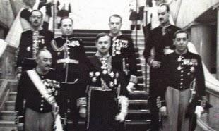 Jovan Dučić, veleposlanik Kraljevine Jugoslavije u Bukureštu, posle predaje akreditivnog pisma, na dvorskom stepenicama 1939.