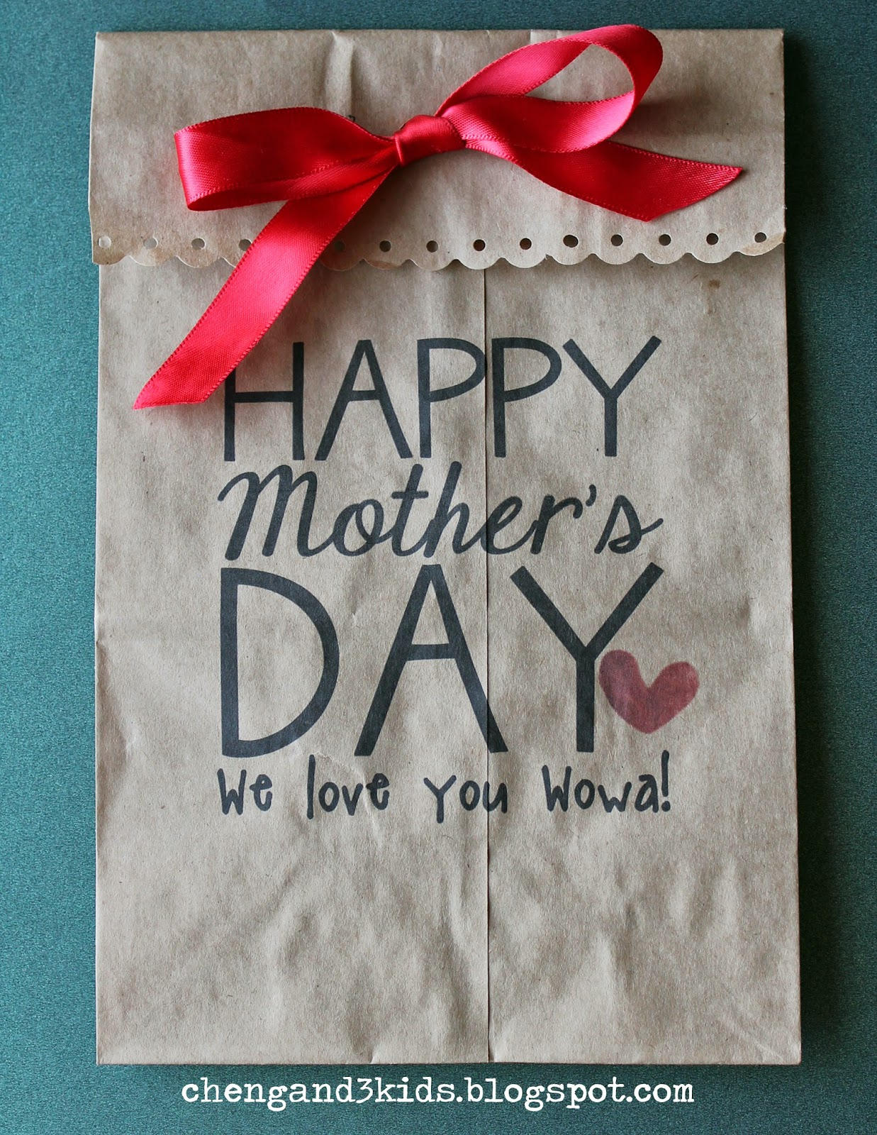 Mother's Day Gift Bag by chengand3kids.blogspot.com #mothersday #paperbag #giftbag