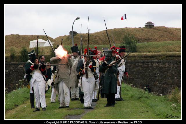 canon dans le campement lors de la Reconstitution du bicentenaire du siège de rocroi