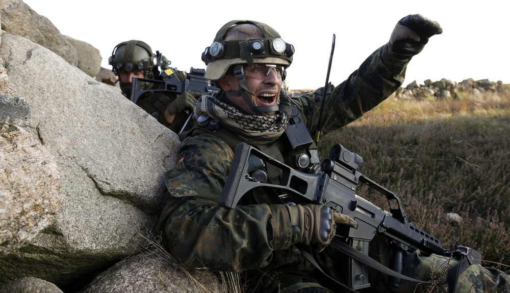 Allemagne German+Bundeswehr+armed+forces+soldier+4th+company++mechanized+infantry+battalion+411+Viereck+shouts+commands+a+firefight+insurgents++International+Security+Assistance+Force+%2528ISAF%2529+nato+