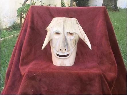 Mascara em madeira II