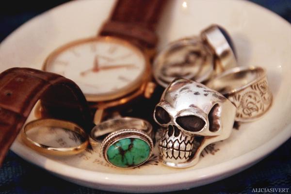 aliciasivert, Alicia Sivertsson, home, living, trinkets, accessories, rings, clock, skull ring, turquoise, smycken, ringar, dödskalle, dödskallering, earl, klocka, armbandsur, turkos, jewellery, jewelry