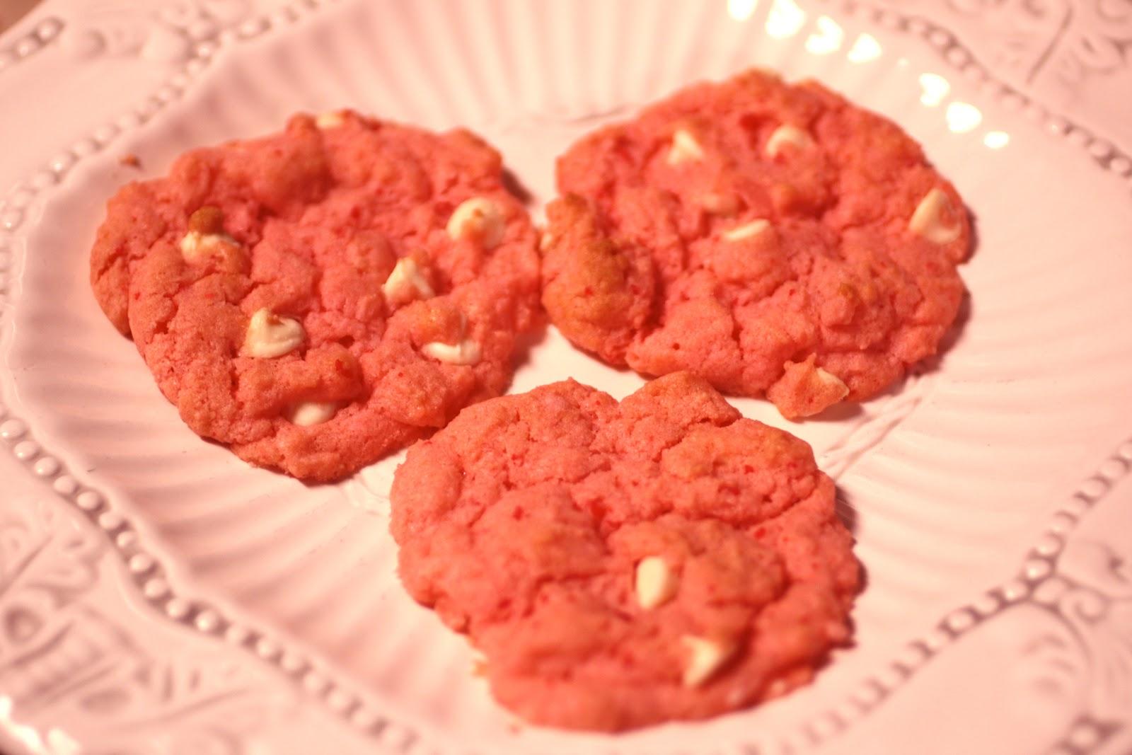 Piece of Cake Recipes: Strawberry Cake Mix Cookies