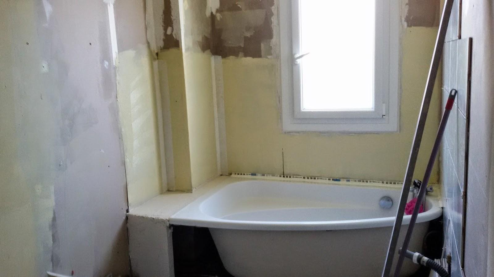 Pose carrelage et parquet 79 carrelage de salle de bain for Pose carrelage salle de bain baignoire