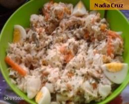 Salada de peixe com creme de ervas