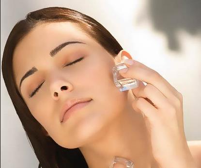 Tratamiento del hielo para una piel más fresca y perfecta