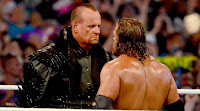 the undertaker mira a triple h antes de su combate