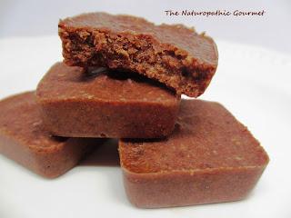 http://naturopathicgourmet.blogspot.com/2013/09/chocolate-almond-squares.html