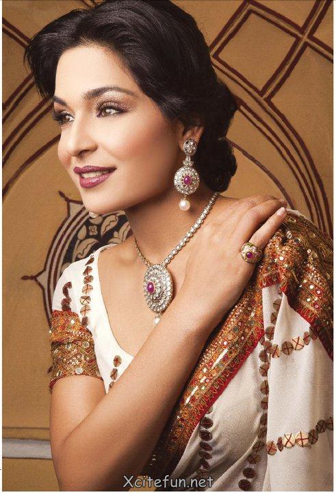 Sara Taseer Shoaib Beautiful Jewellery Shots