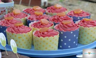 http://cecilecupcakecafe.blogspot.de/2013/07/pfirsich-mandel-himbeer-cupcakes.html