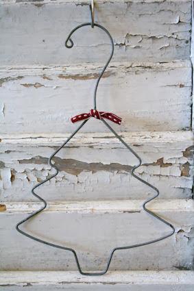 Dekoracja świąteczna choinka z drutu
