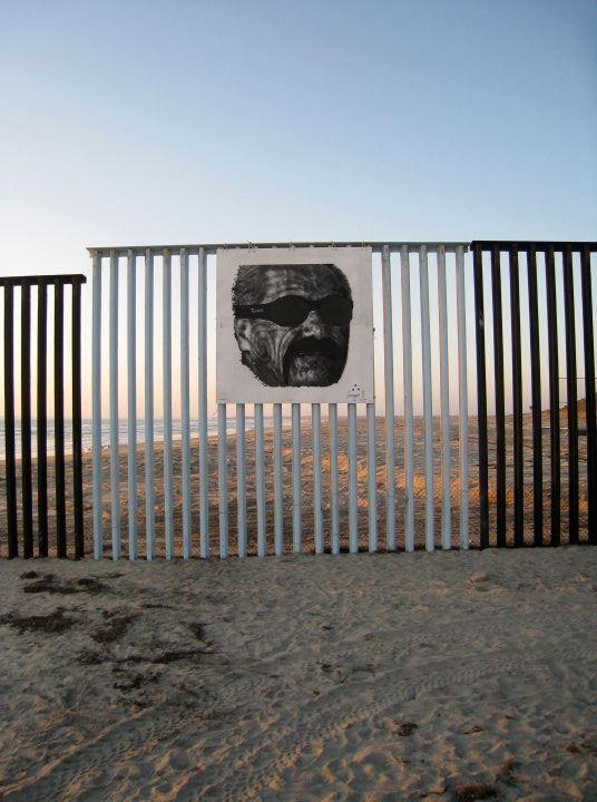 """INTERVENÇÃO NA FRONTEIRA MEX-EUA """"feels like HOMIE""""  (Playas de Tijuana, 2011)"""