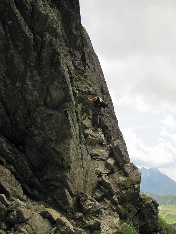 Początek wspinaczki na Kozie Czuby z Koziej Przełęczy.