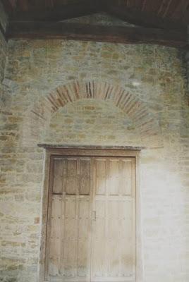 Oviedo, iglesia de Santa María de Bendones, pórtico