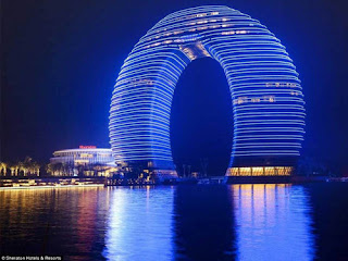 The Sheraton Huzhou Hot Spring Resort is a 27-storey building located in Huzhou near Shanghai