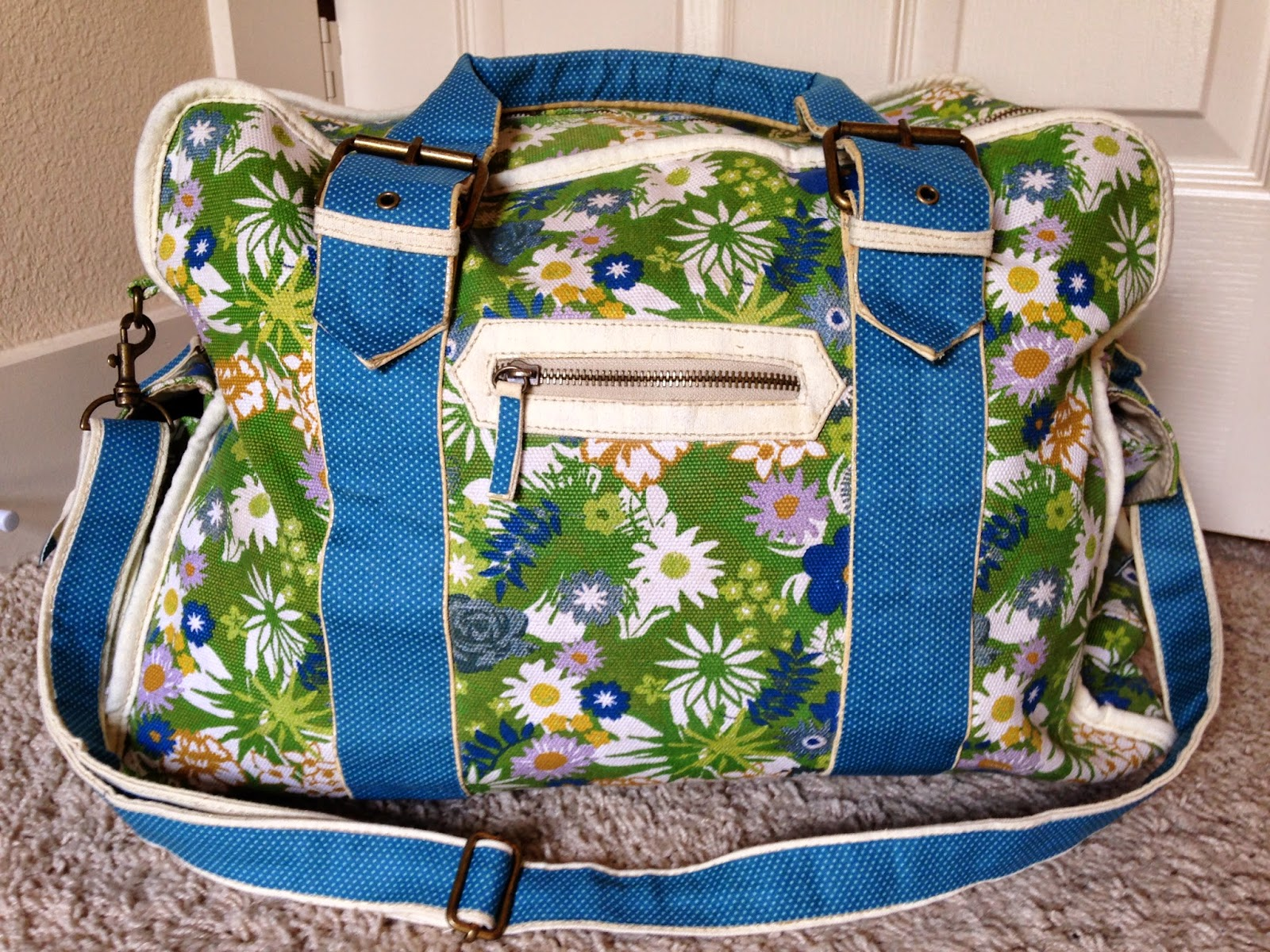 Ulterior Alterations: Weekend Bag Duck Tape Fix Complete
