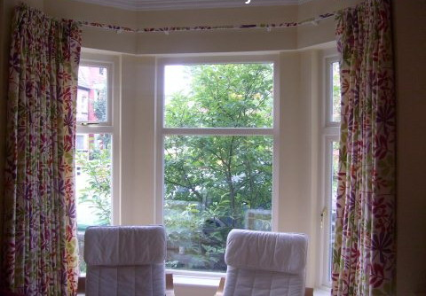 Curtain fittings for bay windows