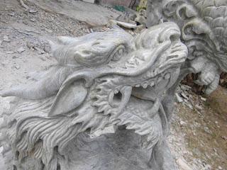 "<img src=""Detail wajah Naga.jpg"" alt=""Patung Tarung Garuda Naga  terbuat dari marmer"">"