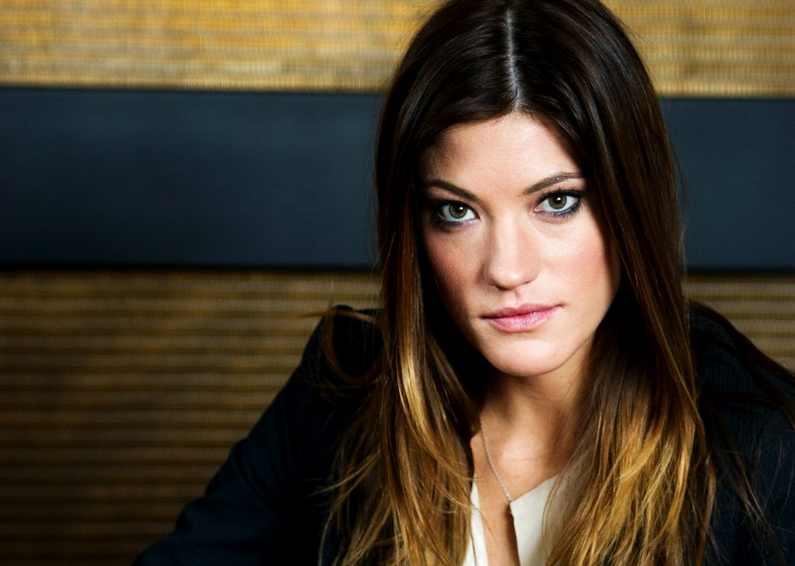 http://4.bp.blogspot.com/-mrw5RUbRFGg/ULXe3l1ubKI/AAAAAAAAGXQ/amtBein88cM/s1600/Jennifer-Carpenter-from-Dexter-HD-Wallpaper_Vvallpaper.Net.jpg