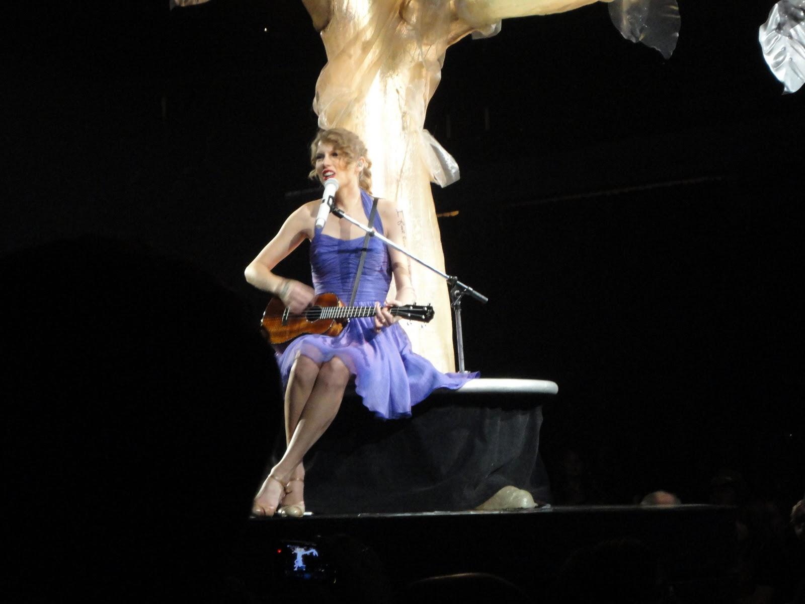 http://4.bp.blogspot.com/-ms8vwHy1b9Y/TsSMybQVsrI/AAAAAAAABP0/ACneTq9PsvA/s1600/Taylor+Swift+Nov.+2011+065.JPG