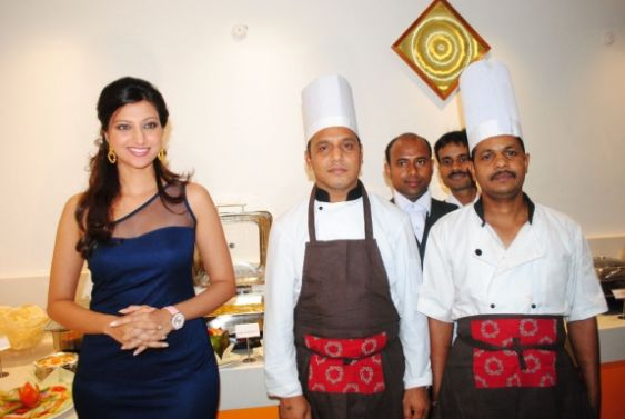 hamsa nandini spicy in blue skirt at food festival hot images