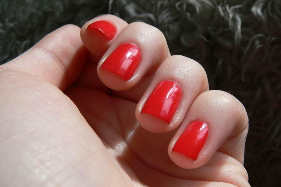 Avon Gel Finish Fabulous swatche czerwień