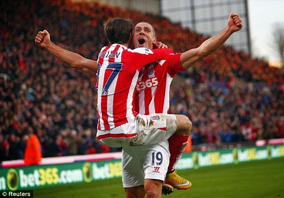 Calcio inglese Premier League: Stoke City 3 - 2 Arsenal (Video)