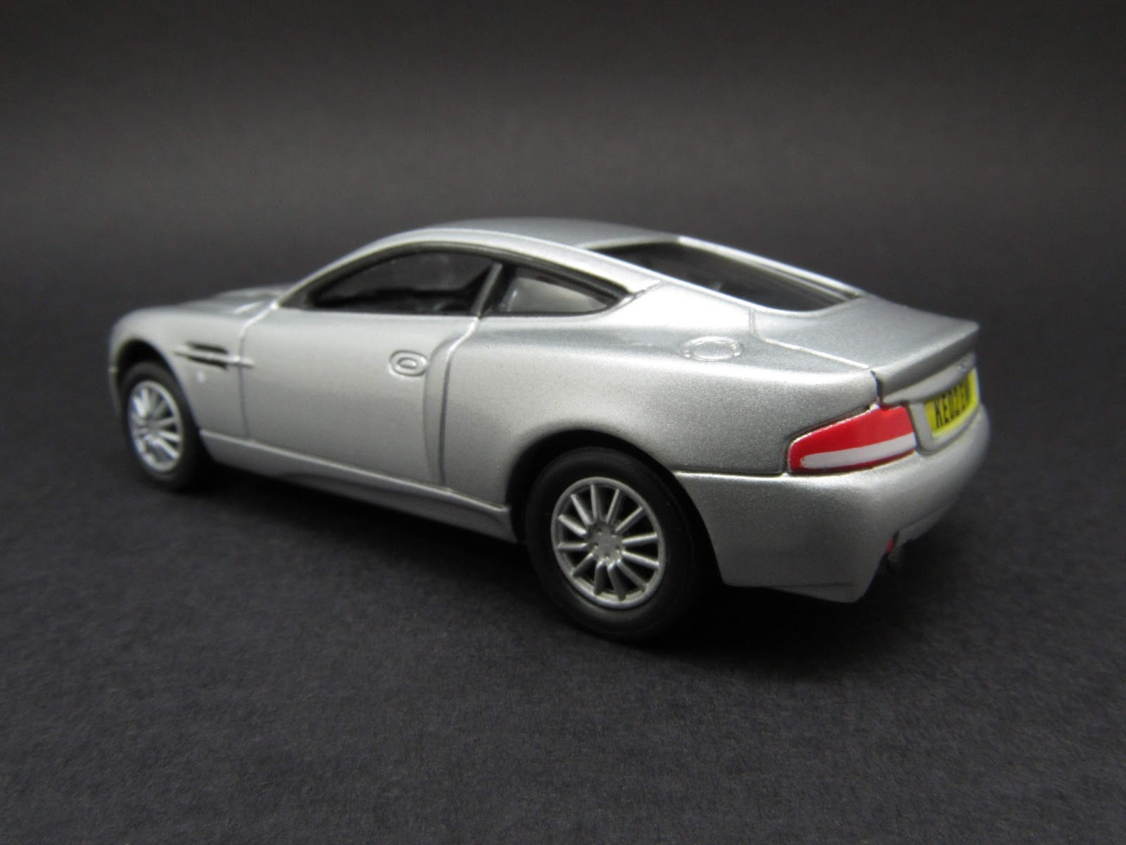 diecast hobbist 2000 2005 aston martin v12 vanquish. Black Bedroom Furniture Sets. Home Design Ideas