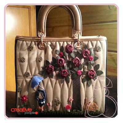 Bolso de mano en textitl decorado a mano por Sylvia Lopez Morant.