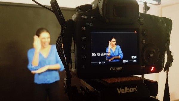 Nós Todos: filmagem de uma interpretação em Libras