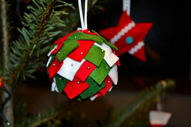 Bola navidad fieltro nadal a l 39 escola pinterest navidad - Bolas de navidad de fieltro ...