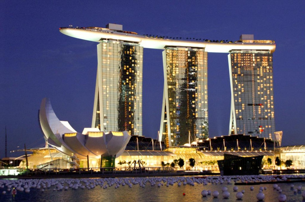 Marina bay sands hotel in singapore indonesian passions for Singapour hotel piscine sur le toit