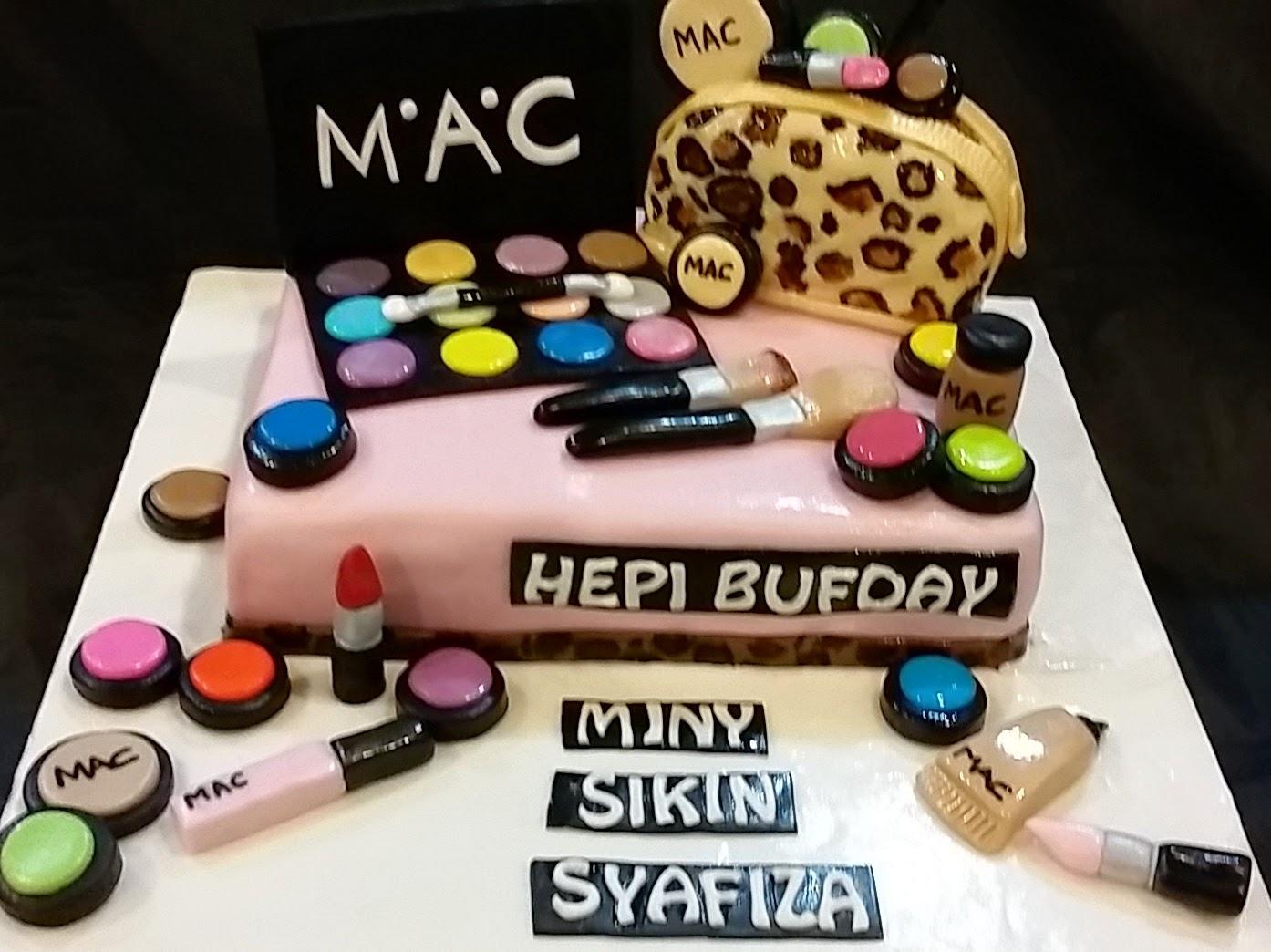 M.A.C makeup set cake