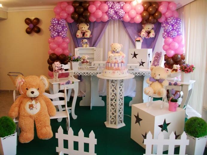 Ursos rosa, marrom e lilás c mesa provençal