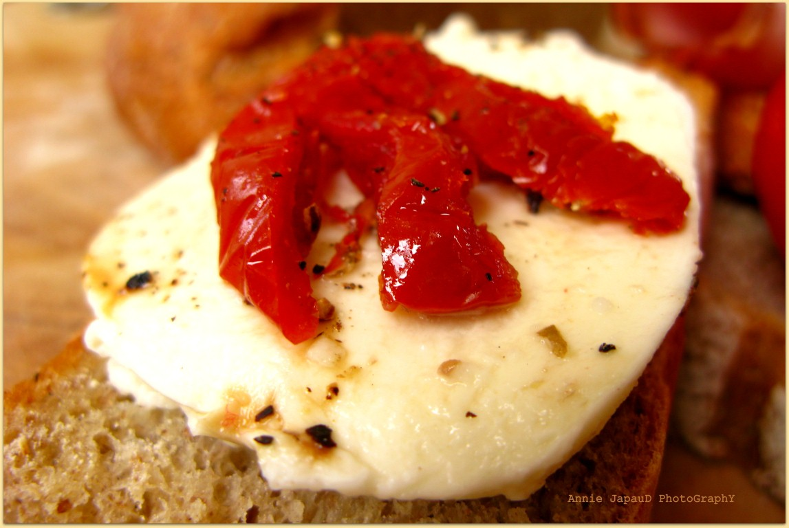 image of a bread slice with cheese and sun-dried tomato