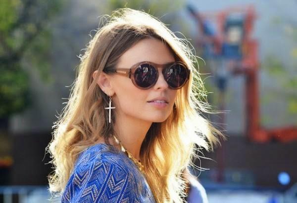 5f34e90a544e2 Um dos hits em óculos de sol neste verão 2015 são os óculos com lentes  redondas. Eles vêm com tudo neste verão, com diferentes cores, tamanhos, ...