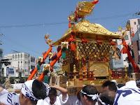 小山郷の神輿は北大路交差点で一周する