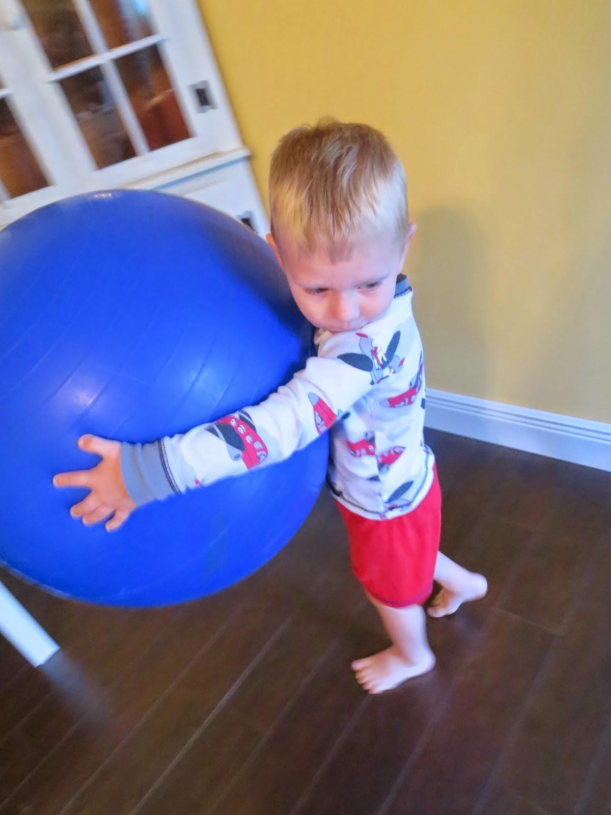 Упражнения на фитболе с ребенком фото