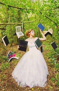 http://www.confettidaydreams.com/20-diy-alice-in-wonderland-tea-party-wedding-ideas/