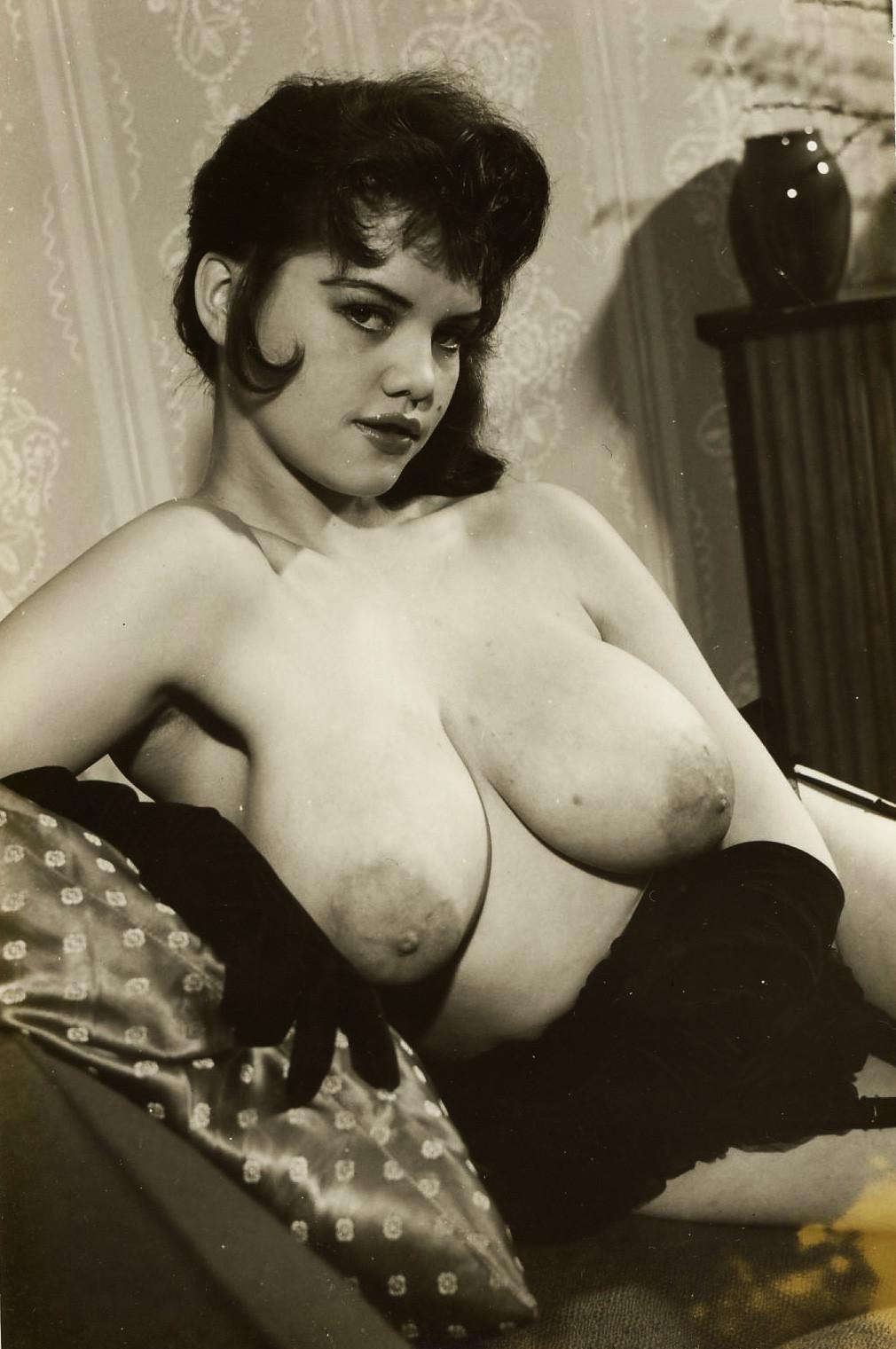 Смотреть фото необычной женской груди 7 фотография