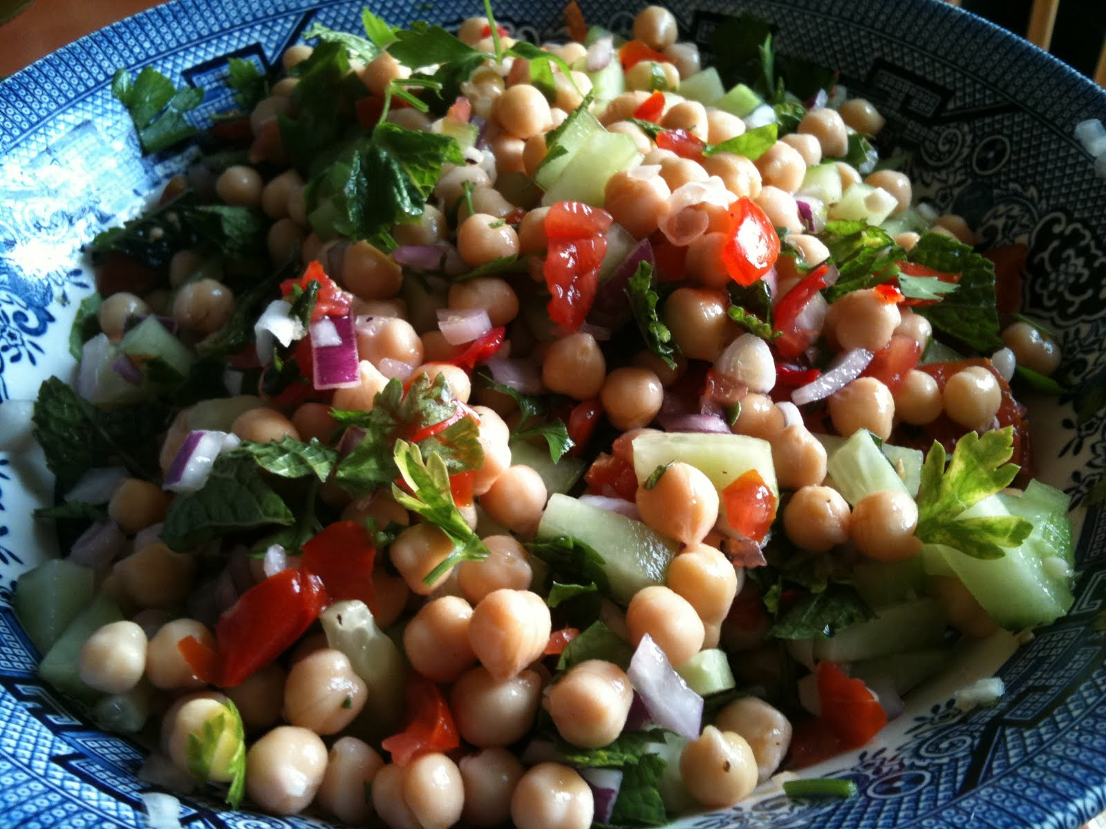 The Vegetarian and Me(at): Spanish Chickpea salad