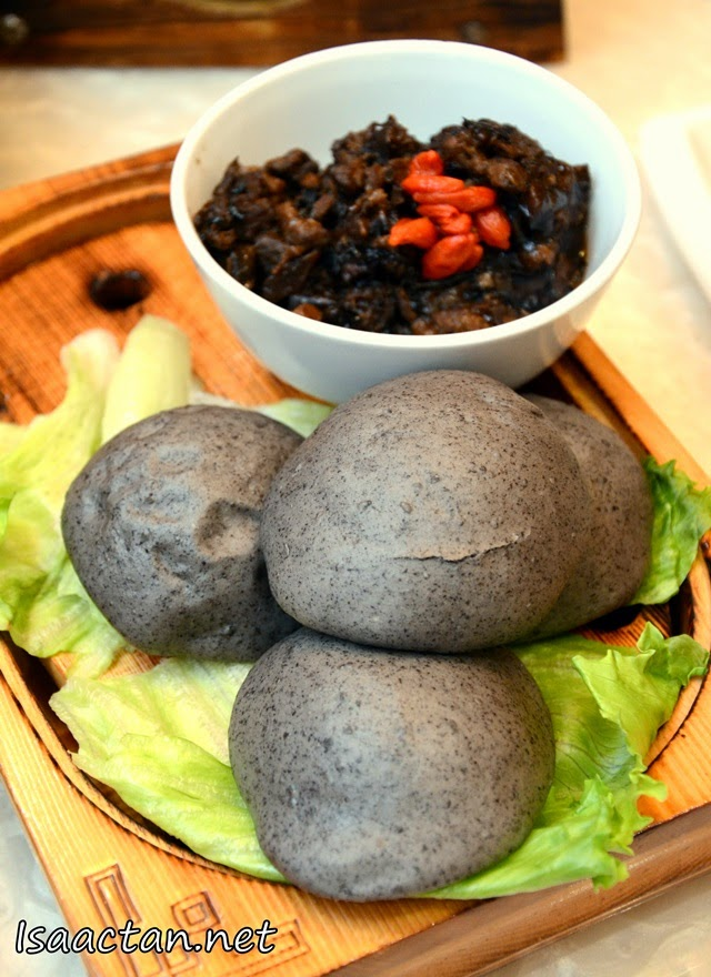 #2 Braised Pork served with 4 Black Sesame Buns - RM15.90